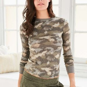 Thermal camo long sleeve top URBAN OUTFITTERS